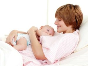 Ibu Lebih Baik Menyusui Saat Bayi Divaksinasi