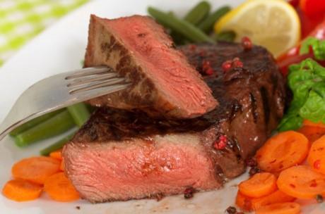 Kebanyakan Makan Daging Merah Bisa Kena Radang Usus
