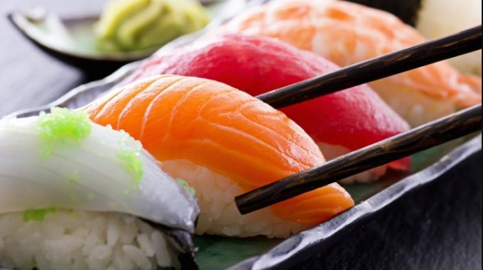 Bahaya Mengancam Bila Makan Ikan Mentah atau Setengah Matang