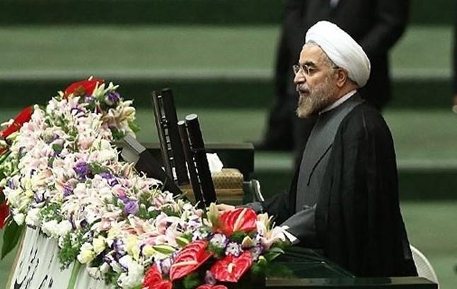 Presiden Iran Hassan Rouhani Menyerahkan Susunan Kabinet ke Parlemen