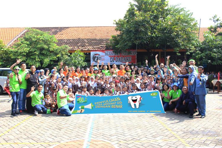 POP! Hotel Sumbang pohon ke SDN 1 Gubeng