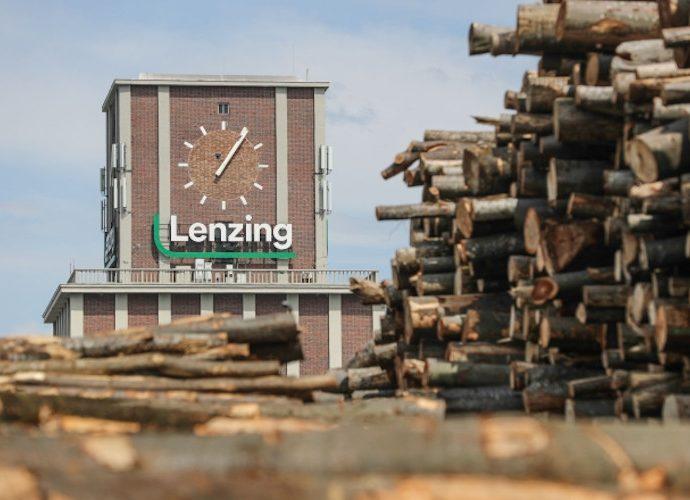 Pendapatan usaha Lenzing AG Naik