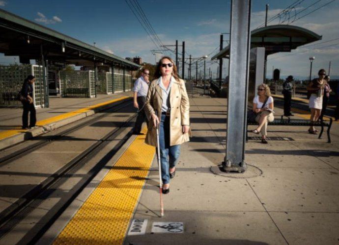 Orang buta di stasiun KA