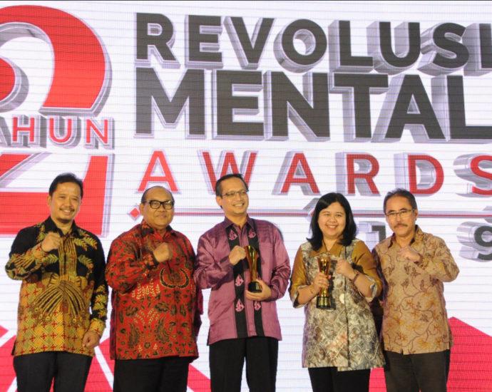 BPJS Kesehatan Raih Revolusi Mental Award