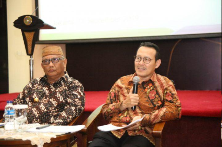 Fachmi Idris (kanan)