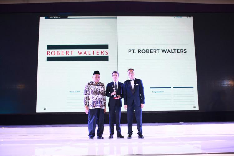 Robert Walters Raih Penghargaan
