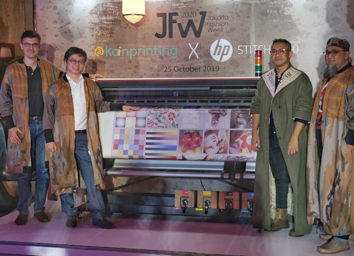 HP dan @kainprinting pameran desain pakaian muslim