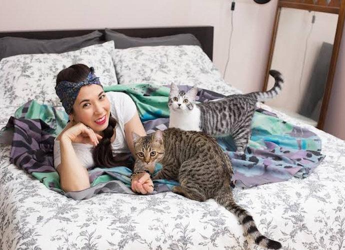Wanita Bersama Kucing