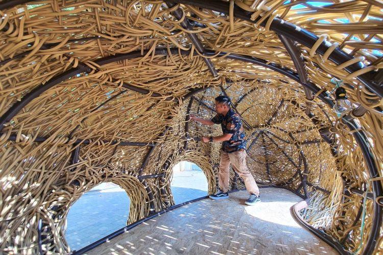 Instalasi seni karya Joko Avianto