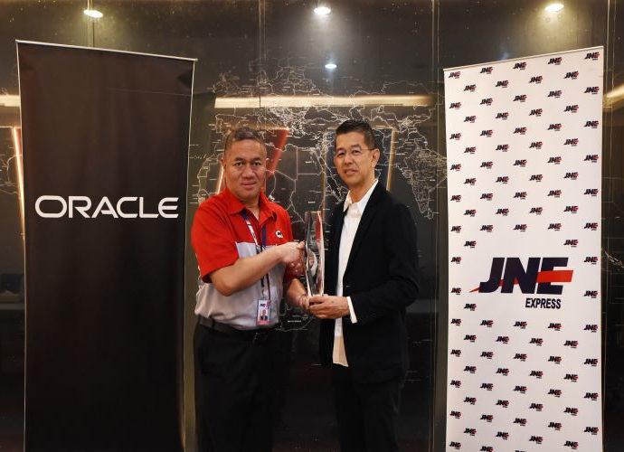 penghargaan Oracle Excellence Award Buat JNE