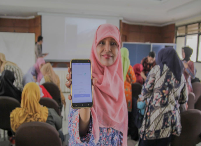 Aplikasi HP Kader karya tim Pengmas FKUI