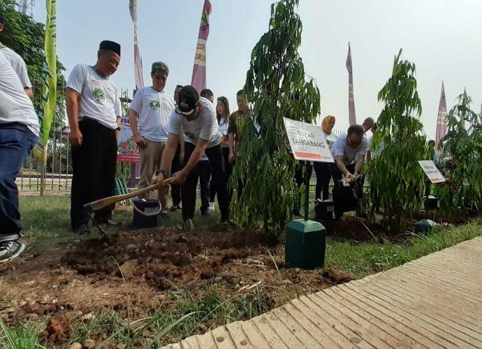 Penanaman pohon stadion Cisauk