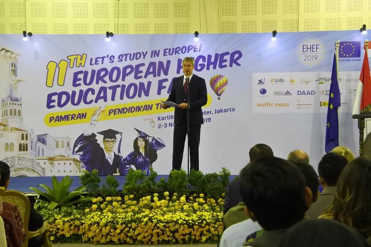 vincet piket resmikan pameran pendidikan eropa-Uni Eropa