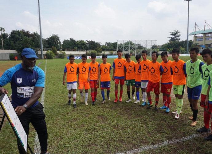 Jackson Tiago melatih pemain Liga Kompas Kacang Garuda U-14