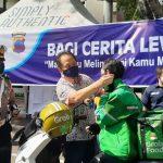 Nojorono Ajak Komunitas Disabilitas Bagikan Masker ke Tukang Ojek