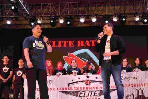 Brandon Chia dari HDI (kanan)