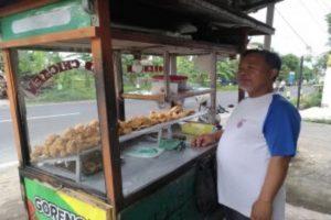 Penjual gorengan